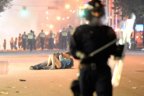 Vancouver Canada Riot 2011 kiss photo